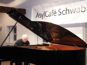 Benefizkonzert des Konzertpianisten Michael Leslie  im Bürgerhaus zu Gunsten des Asylcafés (Sept 2015)